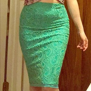 🎈5 for $35! Green lace pencil skirt S